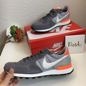 NIB Nike Internationalist gray suede sneakers